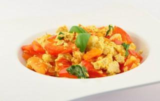 Roerbak tofu en tomaat