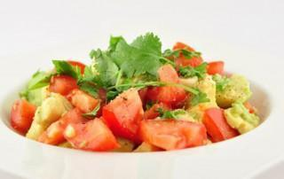 Salade van tomaten en avocado