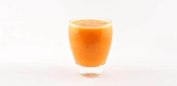 Wortel smoothie met nectarine en grapefruit