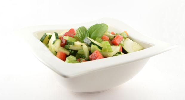 Courgette salade met paprika en bleekselderij