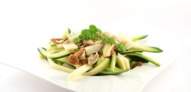 Pasta van courgette met champignons