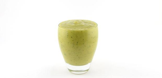 Komkommer avocado mango kokoswater smoothie