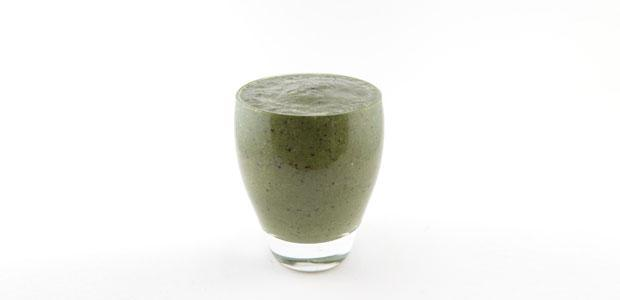 Spinazie avocado blauwe bessen amandelmelk smoothie