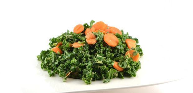 Boerenkool wortel salade met avocadodressing