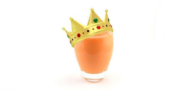 Koningssmoothie met wortel banaan en ananas