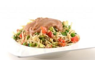 Vegetarische nasi met pindasaus