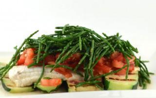 Zeewolffilet met courgette tomaat en zeekraal