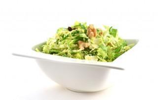 Salade met spruiten en honing-mosterddressing