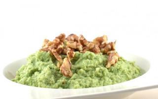 Broccolipap met geroosterde walnoten