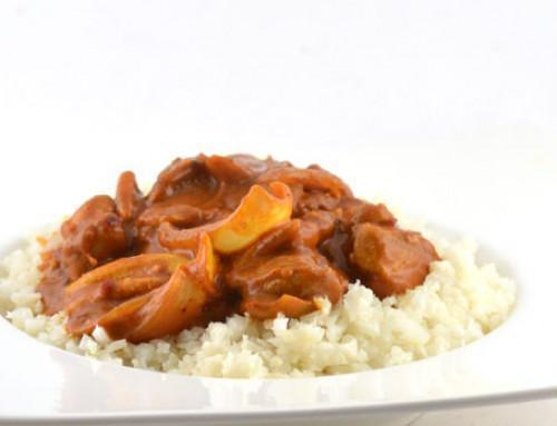 Curry Madras met kippendijen