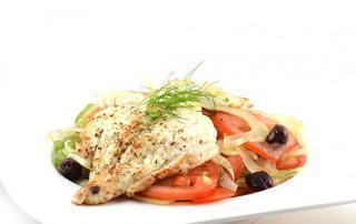Schelvis met een salade van tomaat en venkel