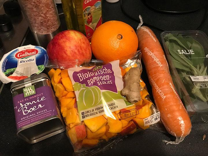 Pompoen wortelsoep met sinaasappel en gember