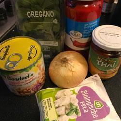 Gemakkelijke geroosterde paprikasoep met feta ingrediënten