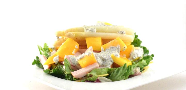 Frisse salade met gerookte kip en het witte goud