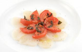 Carpaccio van coquille met geroosterde JOYN tomaten
