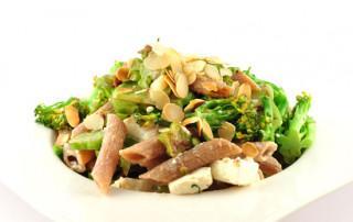 Pasta met broccoli en amandelen