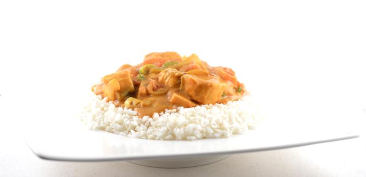 Thaise curry met zalm en bloemkoolrijst