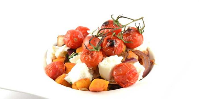 Traybake met pompoen tomaat en mozzarella