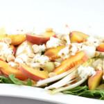 Witlofsalade met perzik en mozzarella